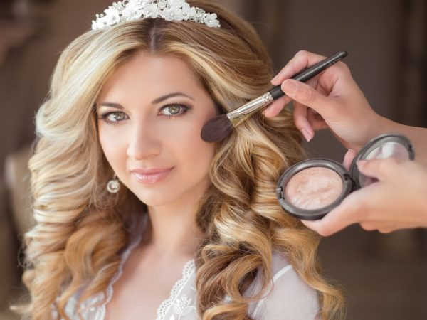 Want a professional touch in your makeup? Try a celebrated makeup artist in Delhi