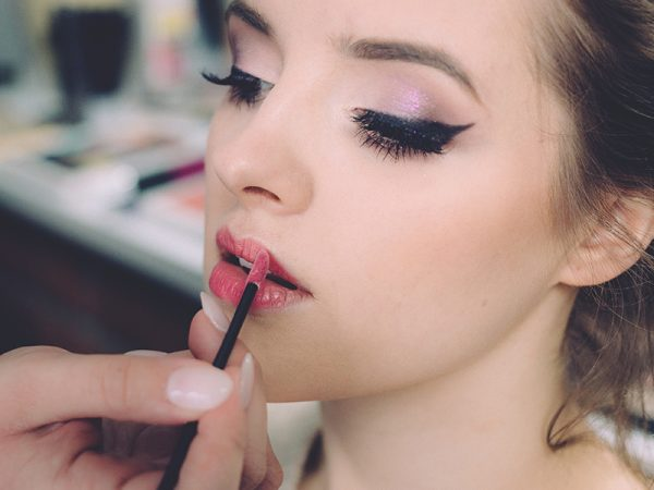 How to find the perfect makeup artist for your special day?